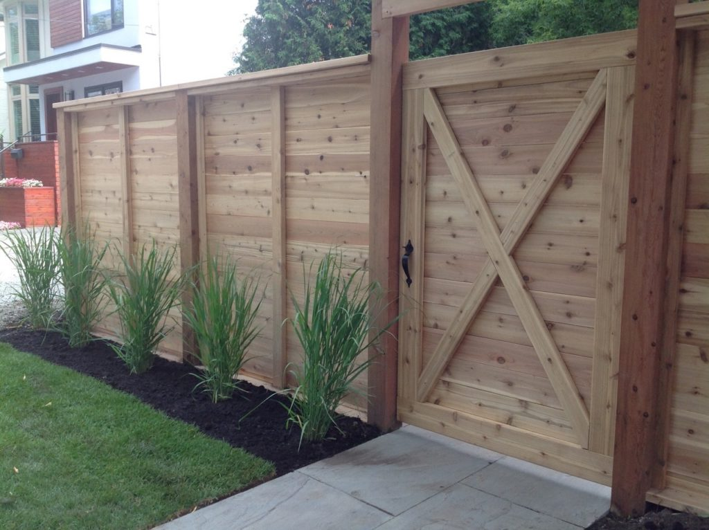 Cedar - Horizontal boards with gate