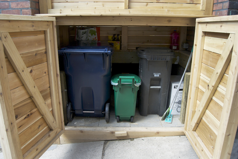 Front porch with garbage bin storage
