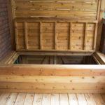 Front porch with garbage bin storage(4)